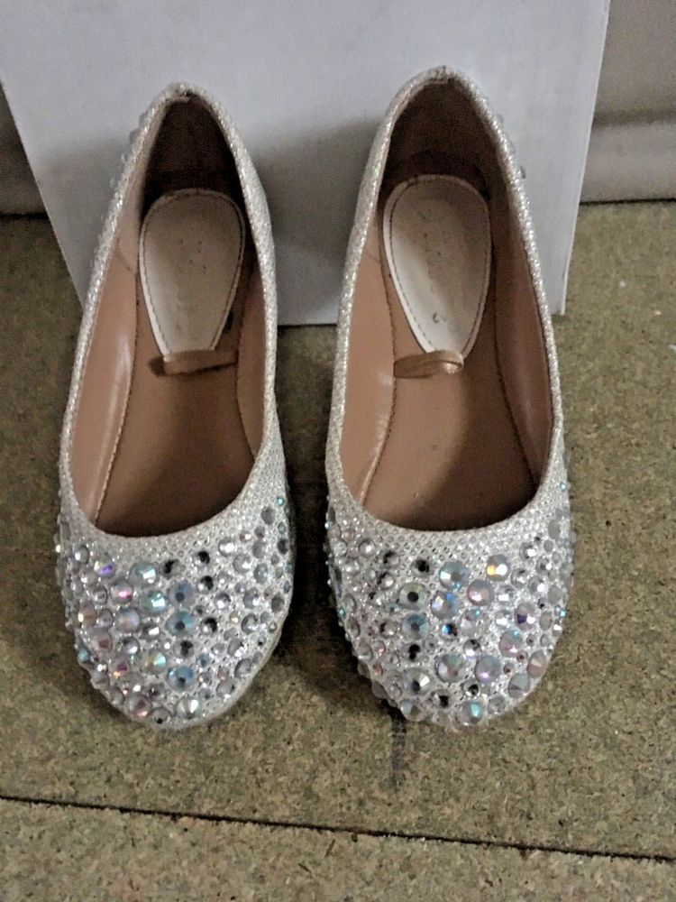 475f211fd83b7 Girls Rhinestone Diamanté Sparkling Silver Shoes WORN ONCE Immaculate  Condition!  fashion  clothing