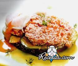 Hamburguesa de zanahoria con calabacines y huevo