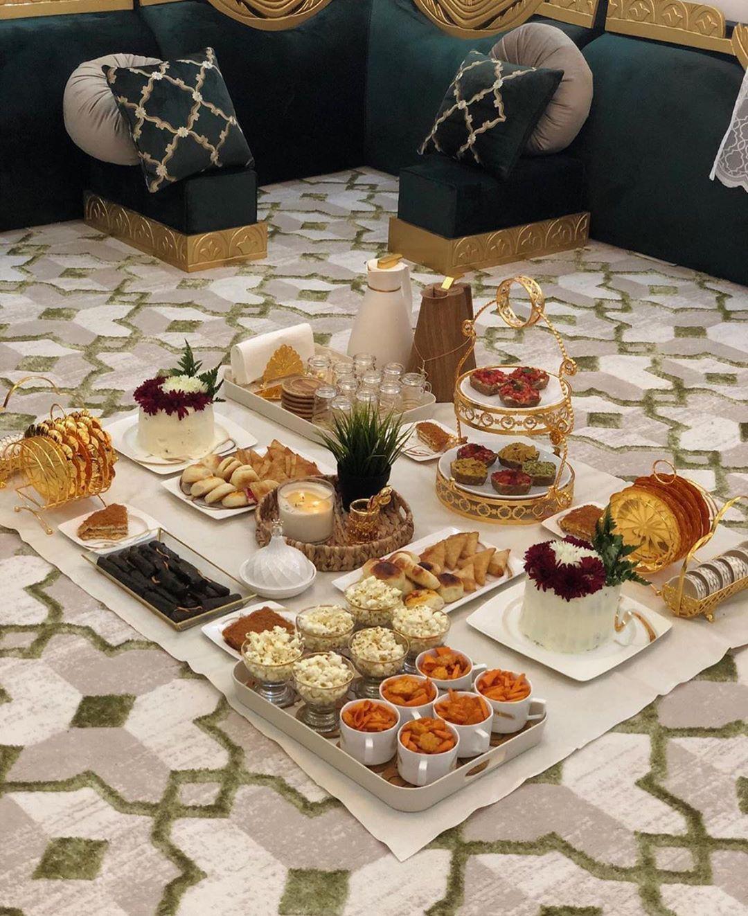 تقديمات On Instagram حسابي برعاية صبا Saba لتنسيق الزهور والهدايا نشارككم اللحظات السعيدة لنصنعها لكم ب Picnic Food Food Snapchat Tea Party Table