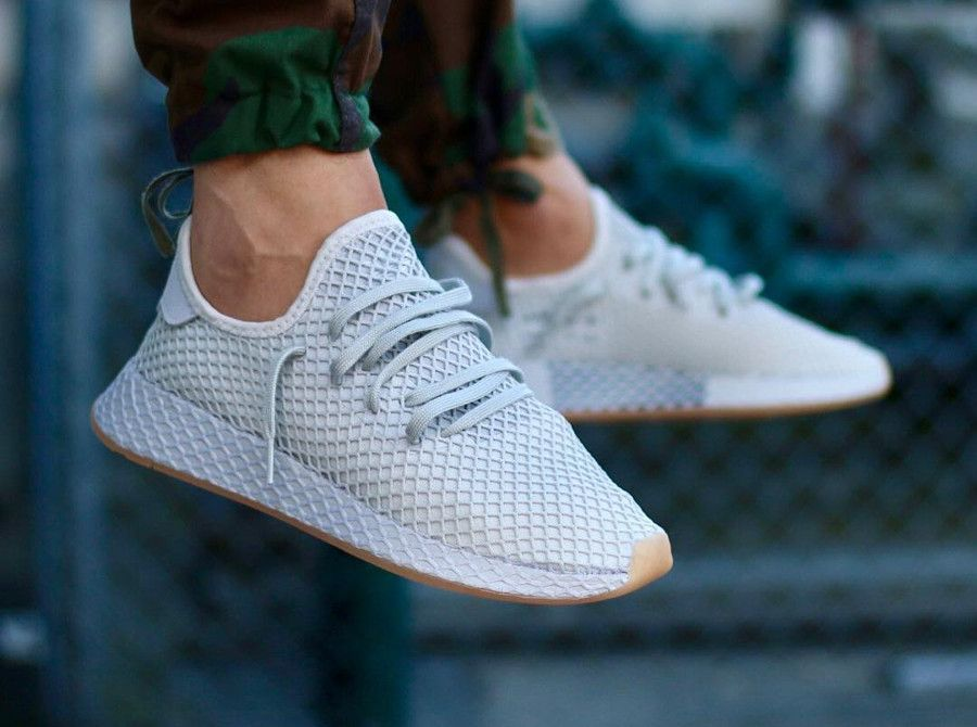 Basket Adidas Deerupt Runner gris clair Grey Three on feet ...