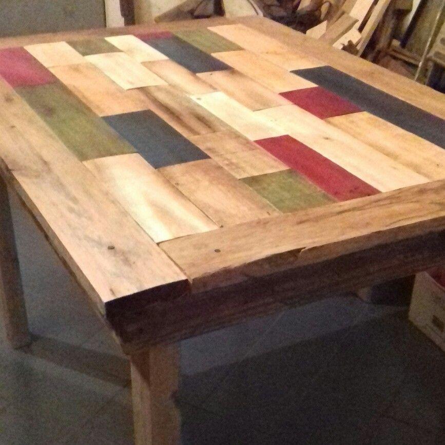 Mesa de madera hecha con pallets pintura de tablas - Pintura para madera ...