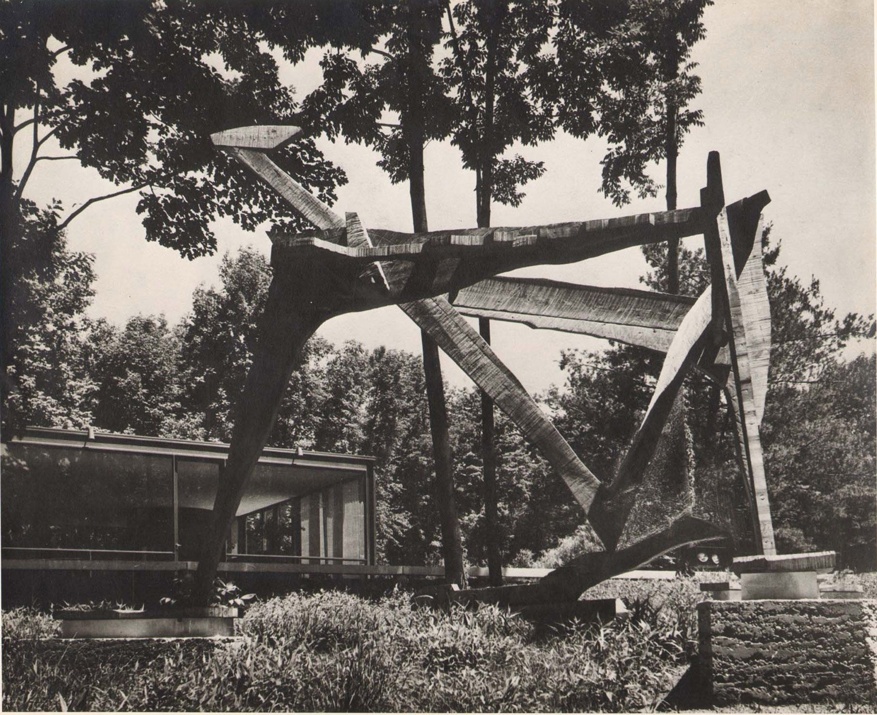 Frederick Kiesler, Wooden Galaxy for Philip Johnson's <i>Glass House</i>, New Canaan (Connecticut), 1953. (© 2016 Austrian Frederick and Lillian Kiesler Private Foundation, Vienna)