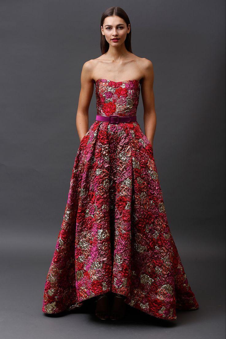 002c33b50 Espectacular trabajo de collage de rosas en relieve de estos vestidos  Badgley Mischka para madrinas o invitadas