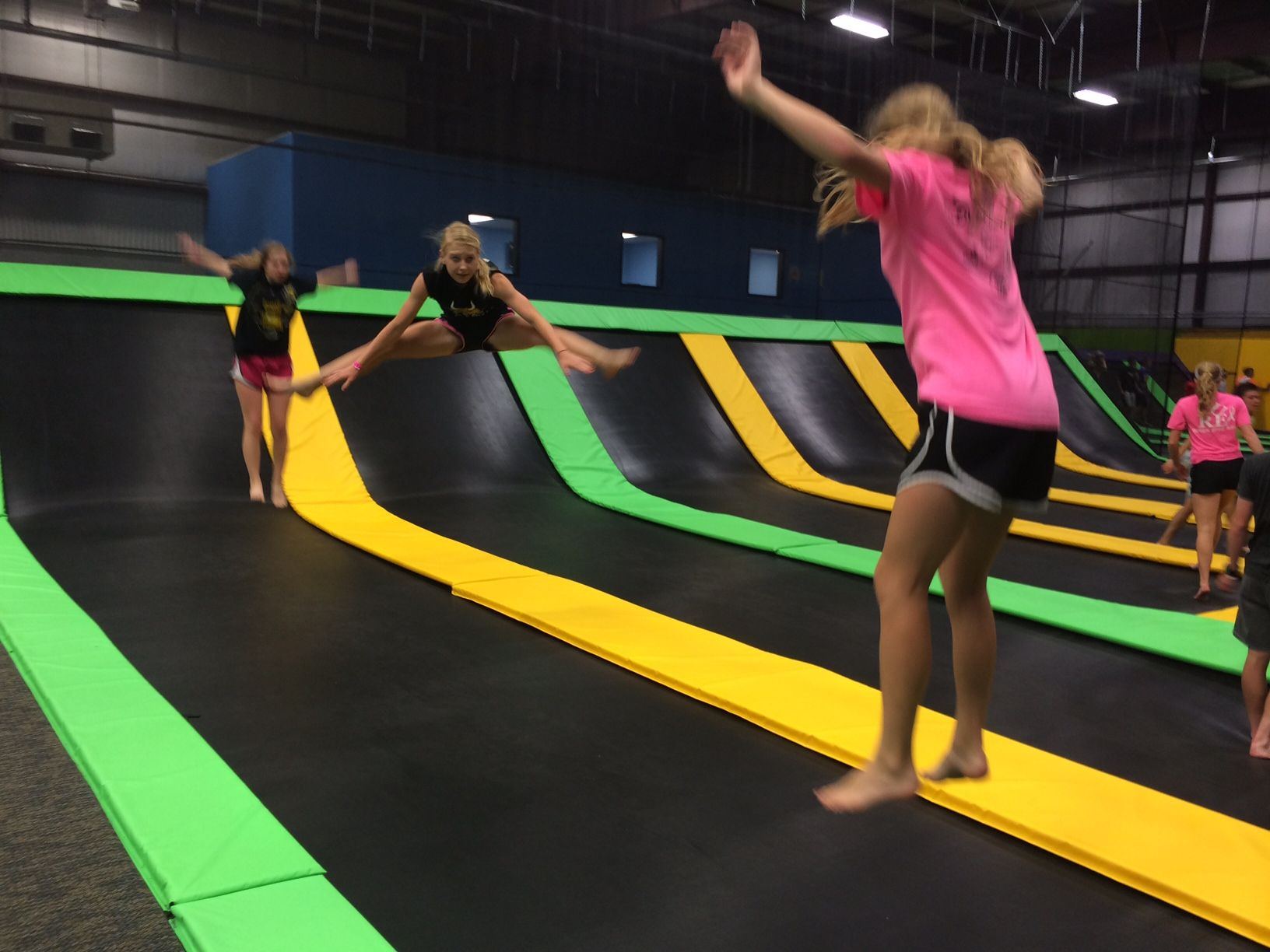 Flippin' out. (¬ ‿ ¬ ) Trampoline park, Private event