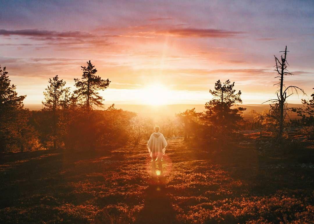 There is nice sunsets - and then there is midnight sun. Great memories from Lapland with @joonaslinkola   Nyt olis mahollista osallistuu kilpailuun jossa palkintona on päästä mun kanssa reissuun! Käy osoitteessa www.surfaceunioni.fi ja osallistu haasteeseen! by konstalinkola