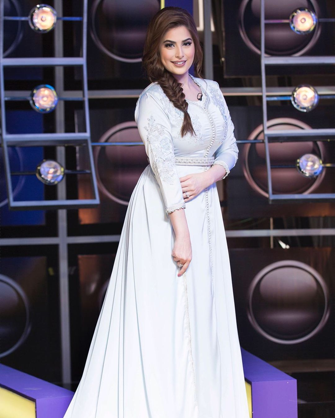 18 1 K Mentions J Aime 1 649 Commentaires Roaa رؤى الصبان Alsabban Roaa Alsabban Sur Instagram قفطان Almkamareyash Dresses Wedding Dresses Lace Style