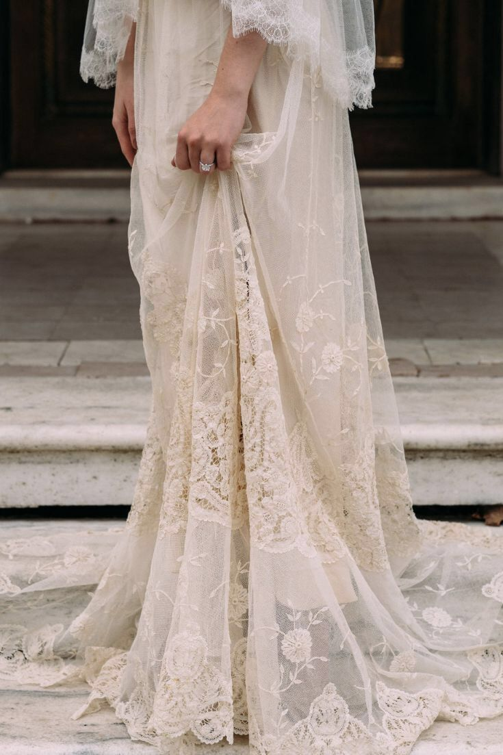 Antique Lace Off White Wedding Dress For The Romantic And Ethereal Bride Wedding Dresses Vintage Bridal Style Wedding Dresses Lace