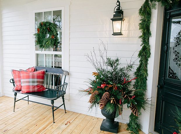 See How Hgtv Stars Chip Joanna Gaines Decorate For The Holidays