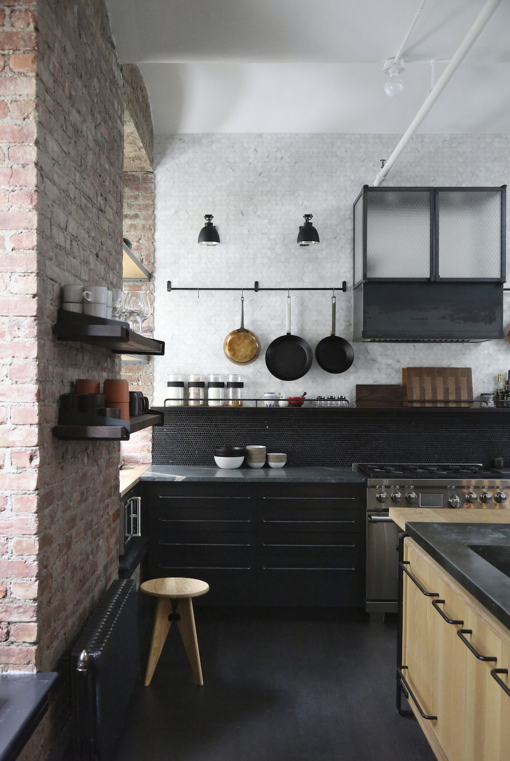 A Rugged Rustic Nyc Loft By Matt Bear Of Union Studio Remodelista Loft Kitchen Country Kitchen Kitchen Interior