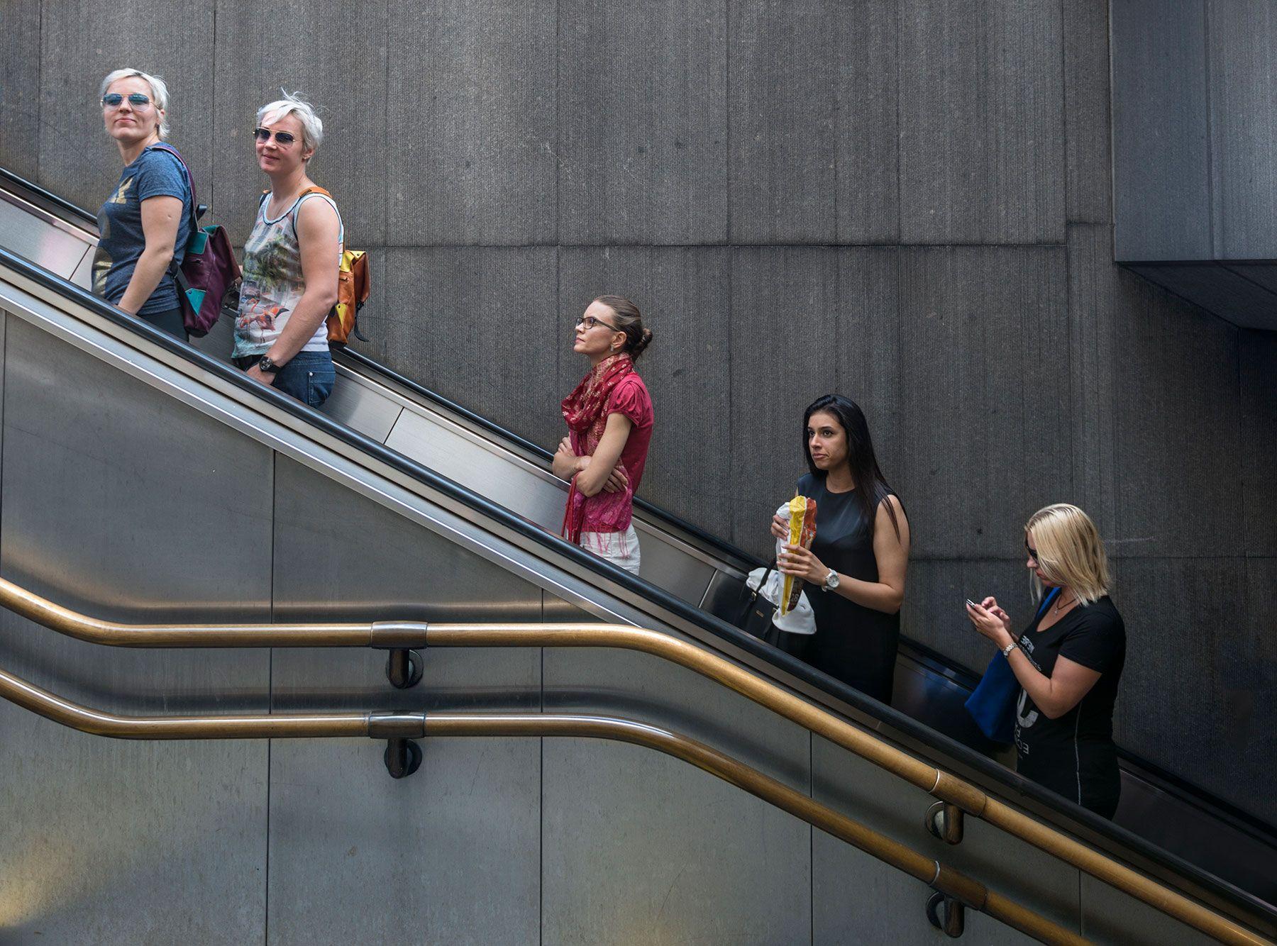 Una escalera mecánica