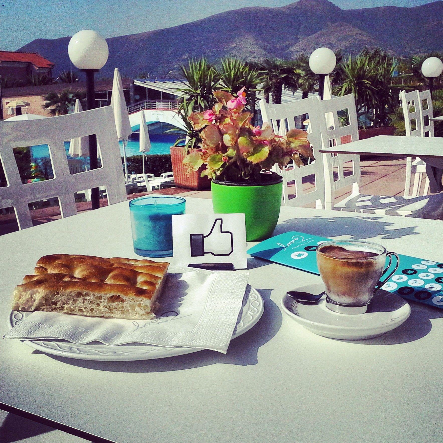 #breakfast at #bar Bikini #goodday #loano2village #resort #bluesky #love #sunny #goodmorning #buongiorno Ligurian #focaccia & #coffee #pools