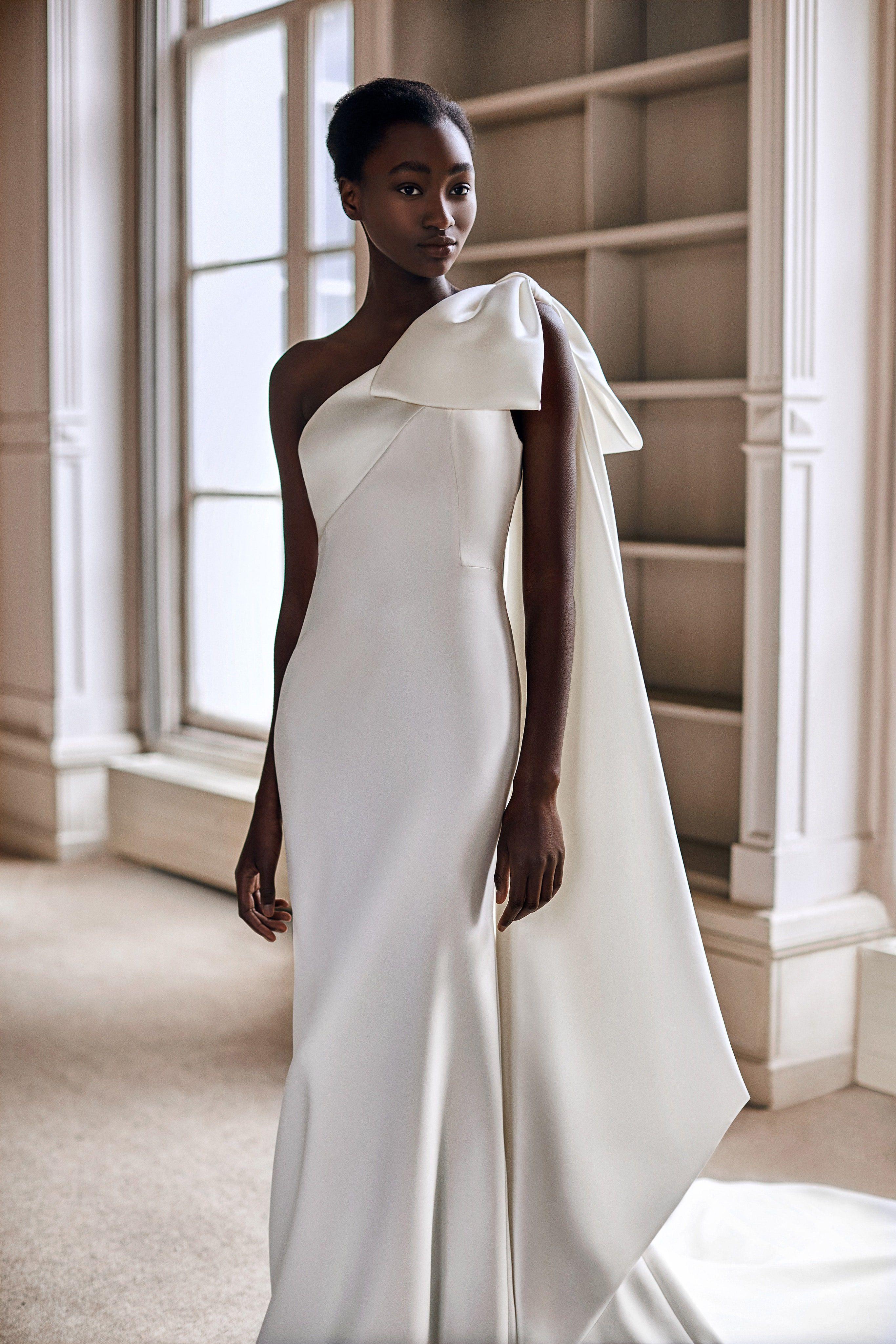 Minimalism Keeping It Simple Wedding Dress Trends Bridal Fashion Week Wedding Dresses [ 4098 x 2732 Pixel ]