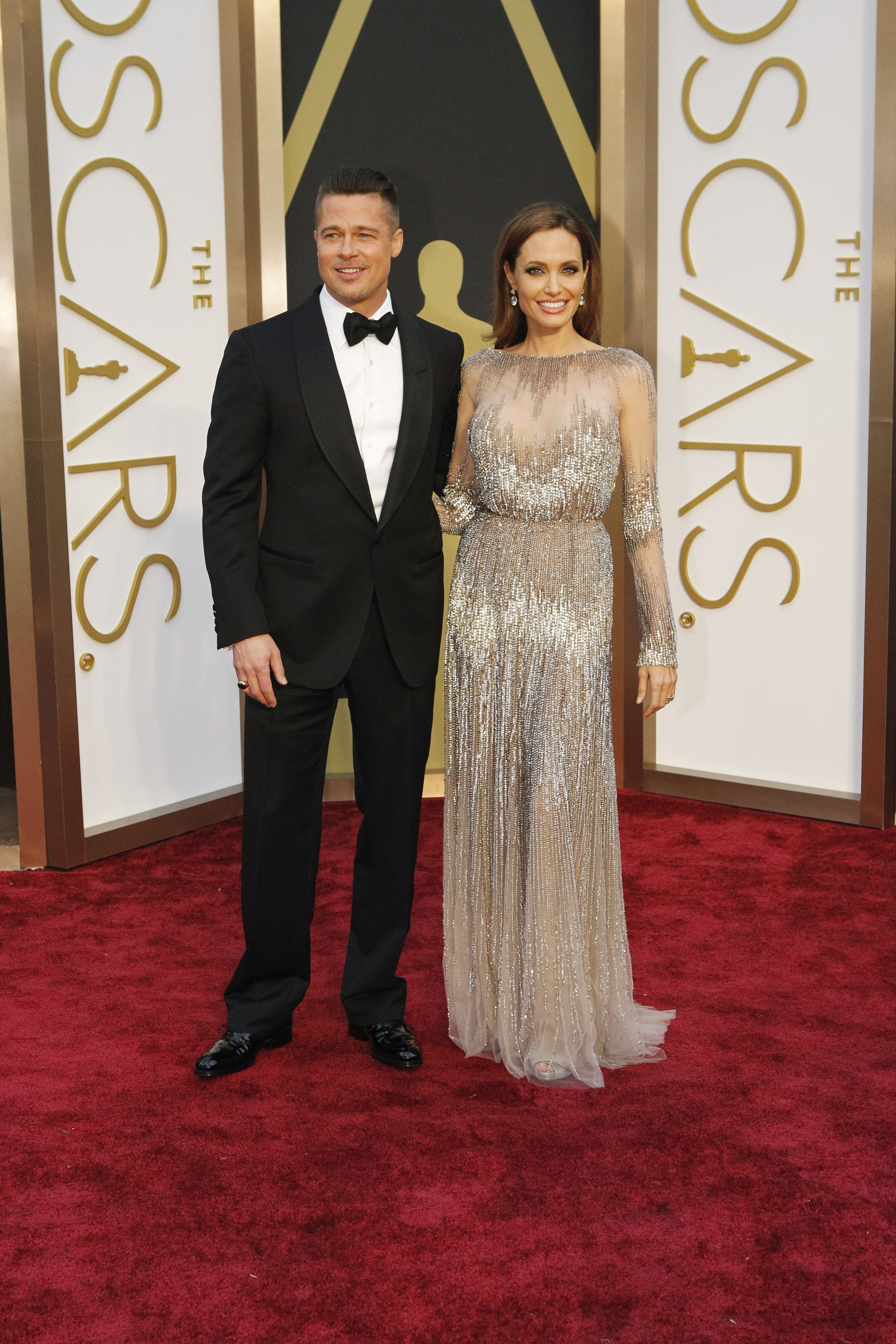 Oscar Party Ideas 7 Ways To Throw The Perfect Party Angelina Jolie Red Carpet Red Carpet Oscars Red Carpet Fashion