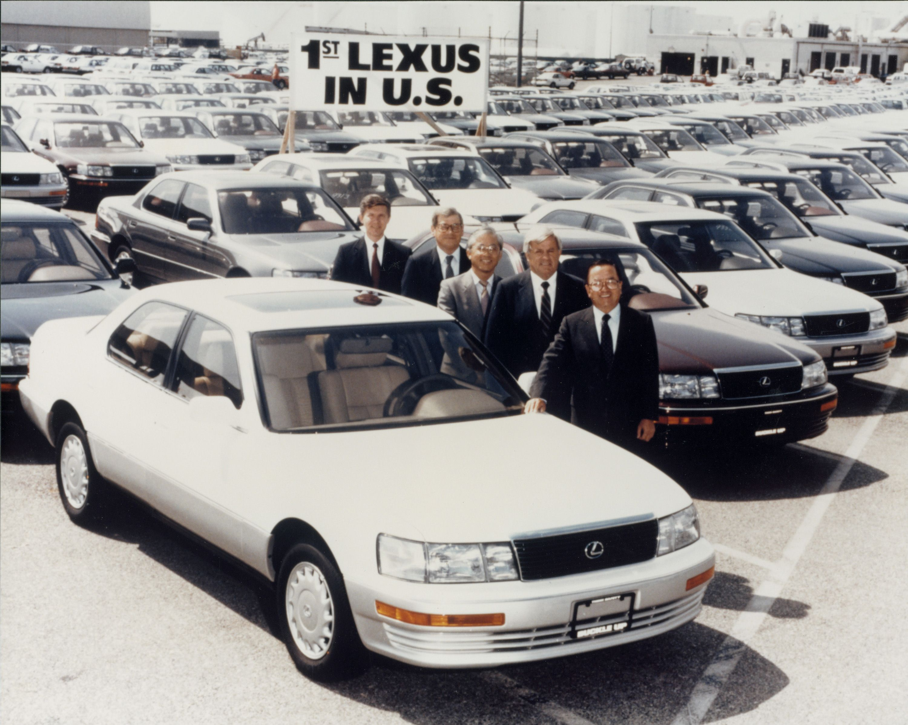 The very first Lexus to make it onto US soil was the LS400. What a classic!