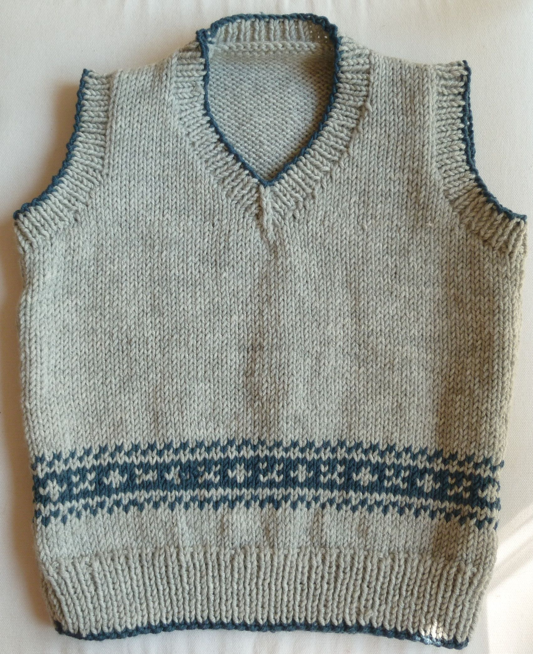 Vintage knit tank top | Wool | Sleeveless pullover | Grey with blue border pattern | School style