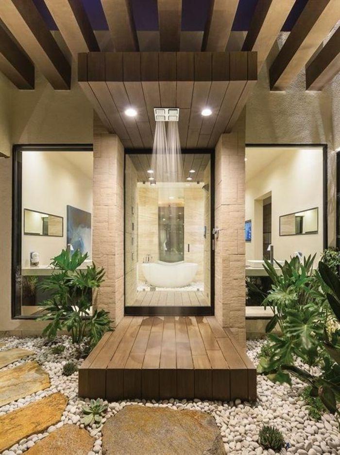 traumbad mit naturstein, holz und vielen grünen pflanzen - pflanzen für badezimmer