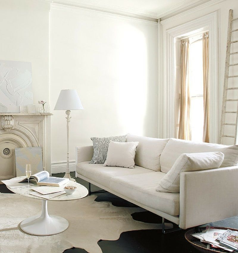 Simply white combines the brightness of a colour like for Benjamin moore chantilly lace