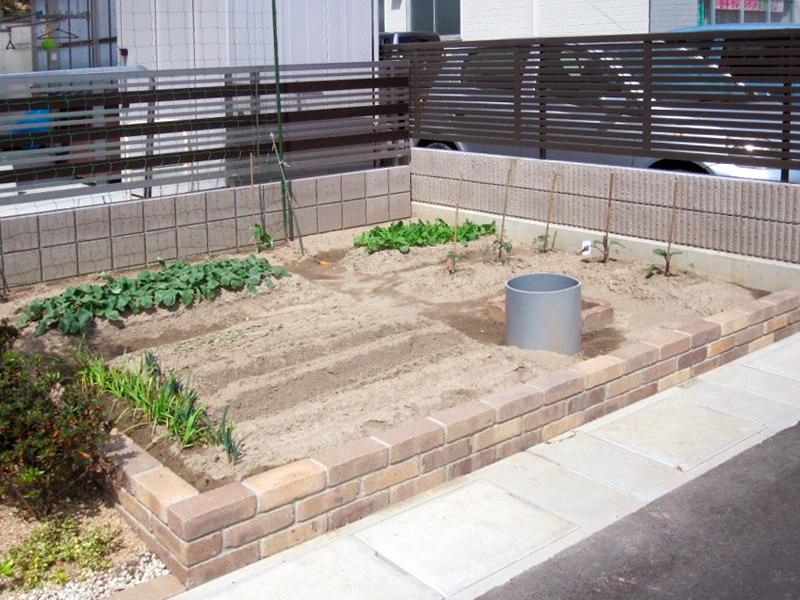 ソイルレンガで回りを囲い 家庭菜園スペースを作りました オシャレ