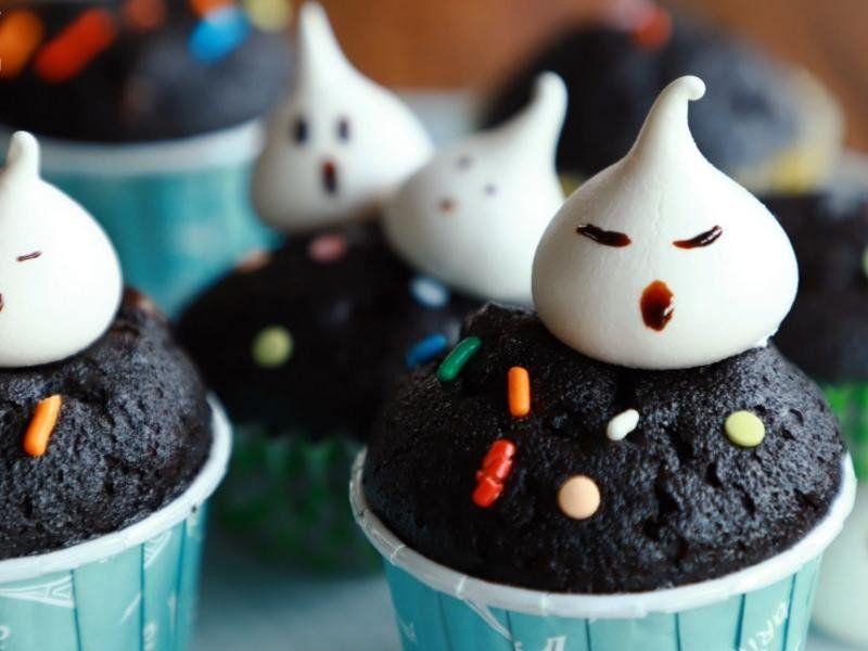 [萬聖節特輯] 蛋白霜幽靈巧克力杯子蛋糕 by 品元食品粉專家 | Recipe | Small cake, Cake pops, Food