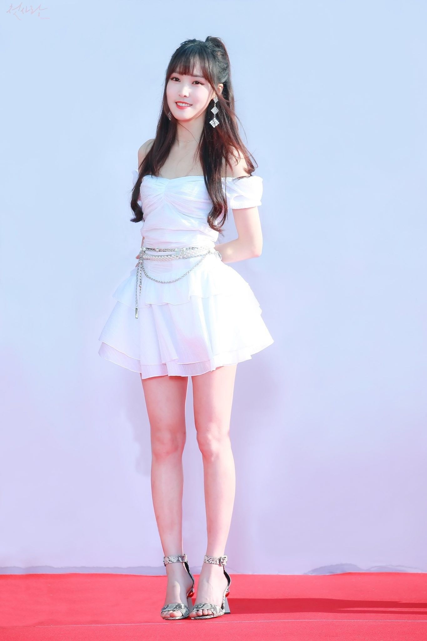 Gfriend Yuju 190424 The Fact Music Awards Gaun Selebritas Gambar