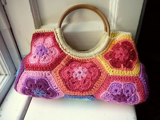 more african flowers! find the pattern at raverly http://www.ravelry ...