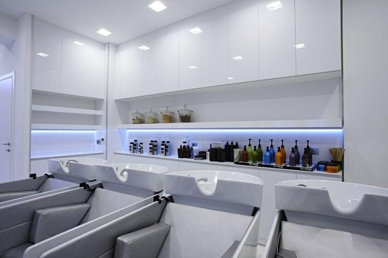 Shampoo units saloni di bellezza salone interno e saloni for Mobilia spazio