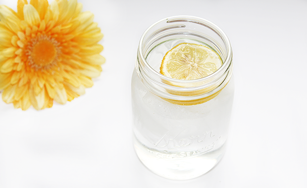 The benefits of starting your day with warm lemon water