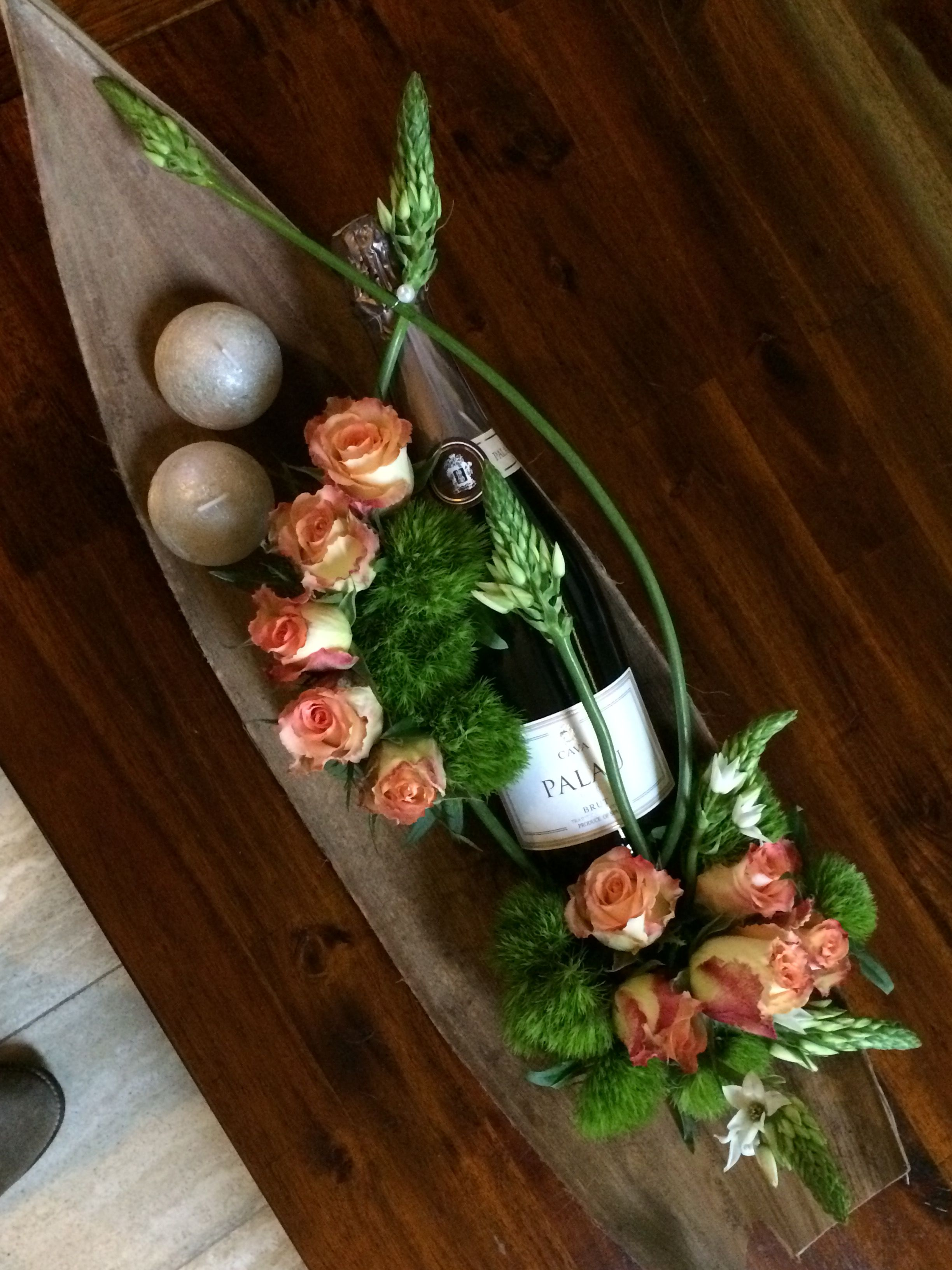 Pin von Rafsana Bholai auf Bloemen  Wein geschenk Geschenke verpacken und Frische blumen