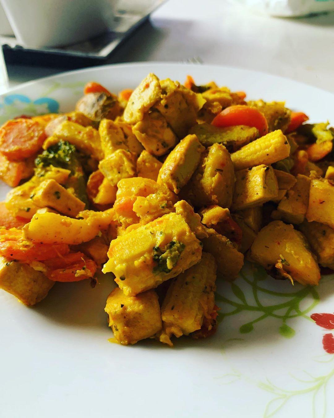 Godaste lunchen med saffran o tofu! Absolut en ny favorit hos mig 😋 sen blir det em träning o spinni...