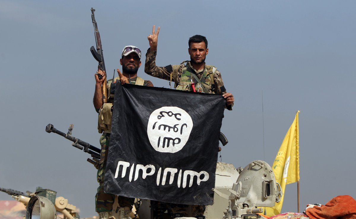 ISISu0027 Online Presence Reportedly Includes A 24 Hour U0027help Desku0027