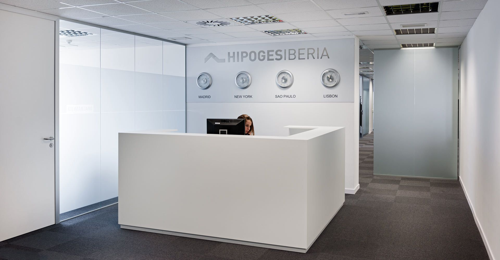 Recepcion oficinas modernas buscar con google oficinas for Caja murcia valencia oficinas