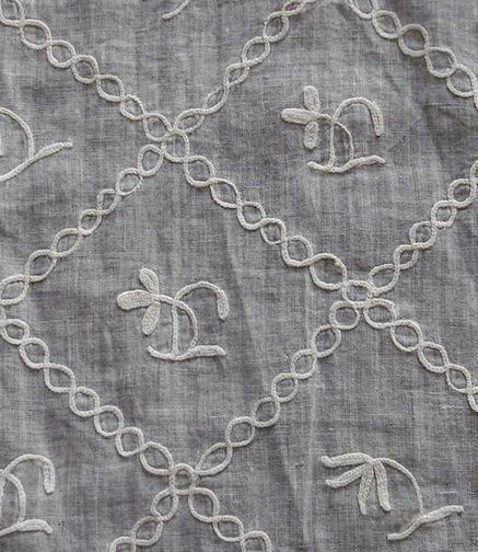 diamond shaped trellis pattern with flower in each pattern_lawn regency apron