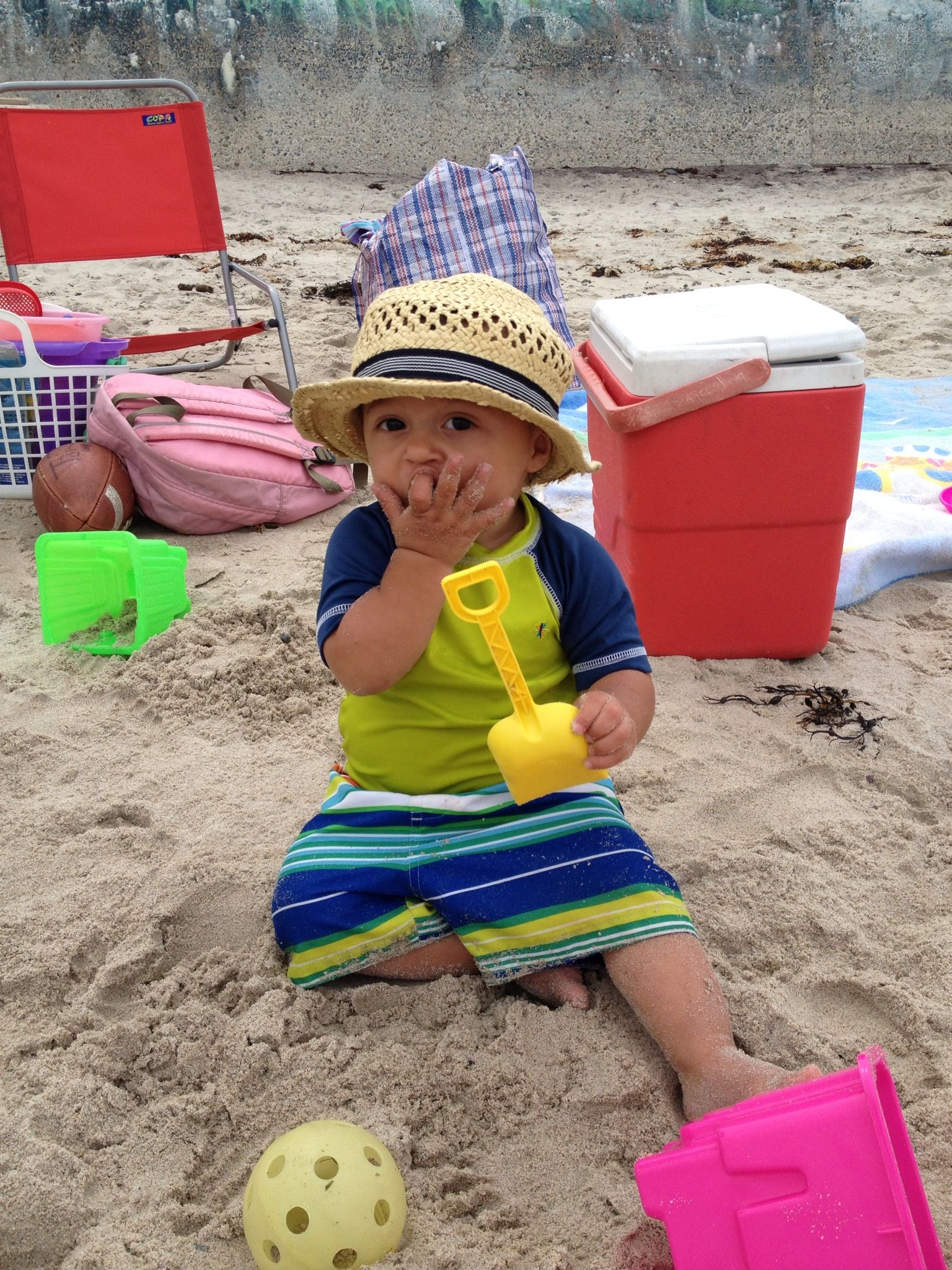 Guy Eating Sand : eating, Eating, Sand..., Fashion,, Boys,