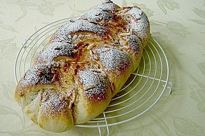 Bienenstich - Zopf, ein tolles Rezept aus der Kategorie Kuchen. Bewertungen: 36. Durchschnitt: Ø 4,5.