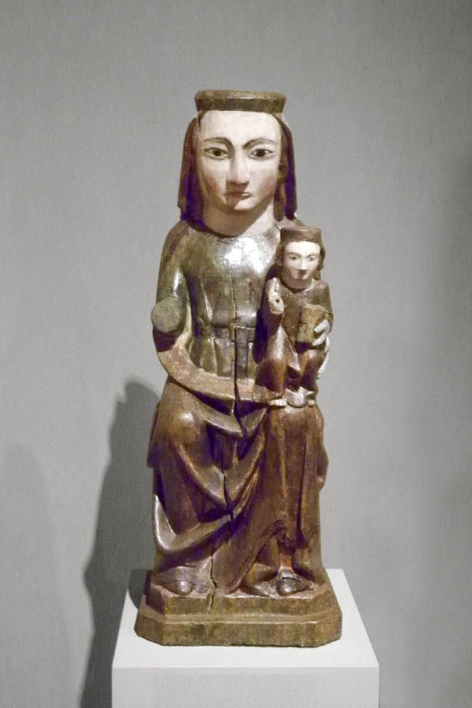 Virgen románica. Marededéu Sant Andreu de Gurb, siglo XIV, Osona. Museo episcopal de Vic.