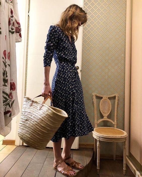 Feminine Style: Navy Midi Dress