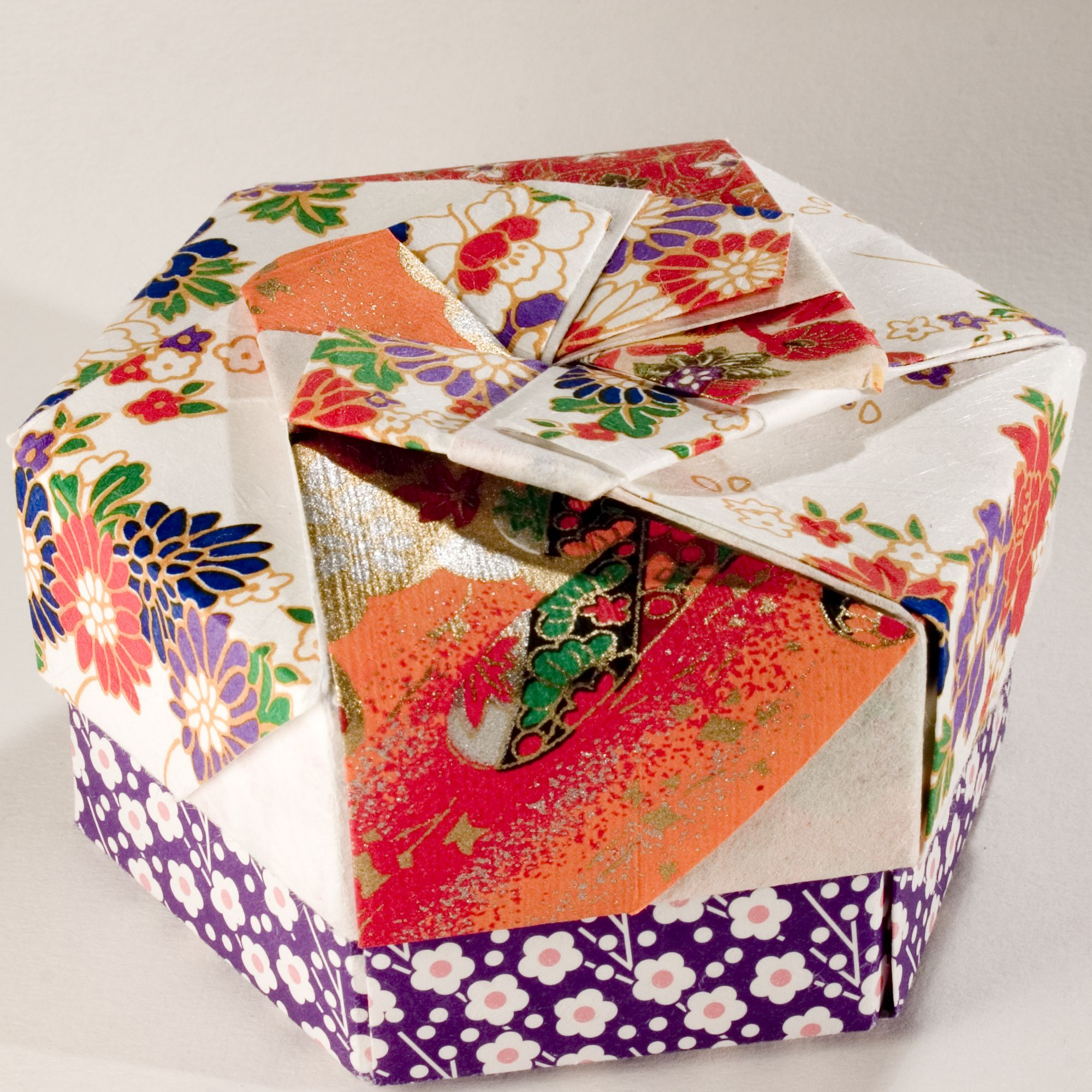 Decorative hexagonal origami gift box with lid 09