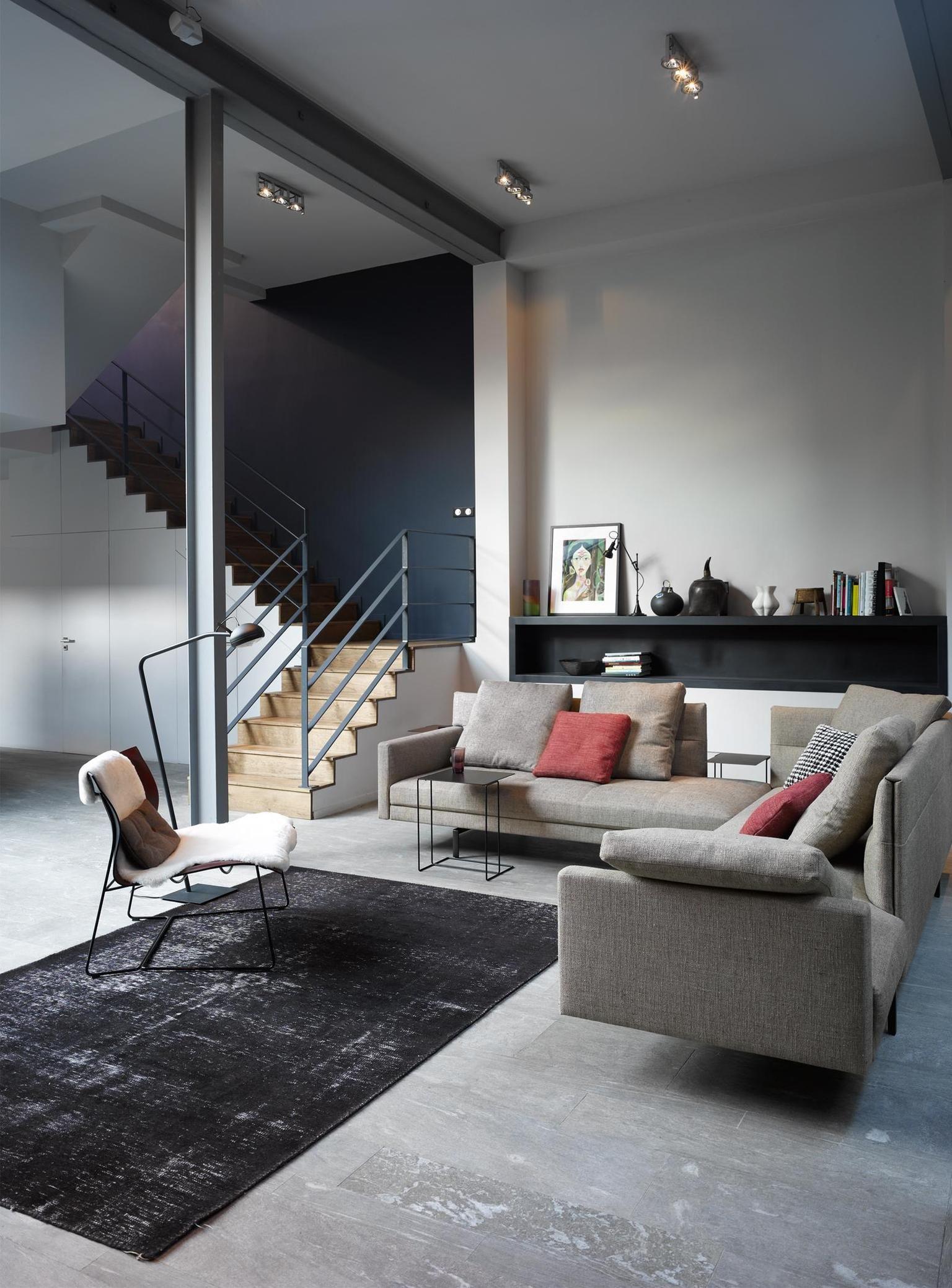 Modernes Wohnzimmer #teppich #ecksofa #récamiere #sofa #wohnzimmerdeko  #wohnlandschaft ©Walter