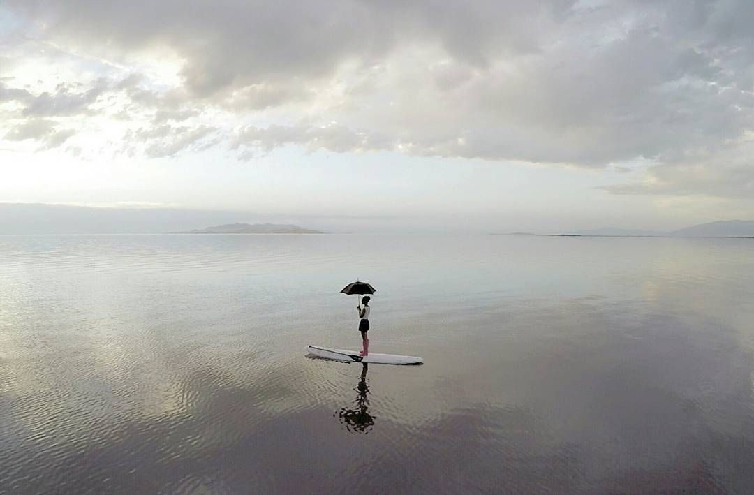 Marry Poppins was spotted out at Antelope Island State Park last week... Details are still unclear as to whether her umbrella helped in her standup paddling but we will keep you posted  @mikksup . . . #sup #standuppaddle #standuppaddleboard #suplife #paddleboard #standupsurf #standupboards #paddleboarding #standuppaddlesurfing #travel #destinations #happy #paddleboarding #neverstopexploring #adventure #smile #happy #supsurf