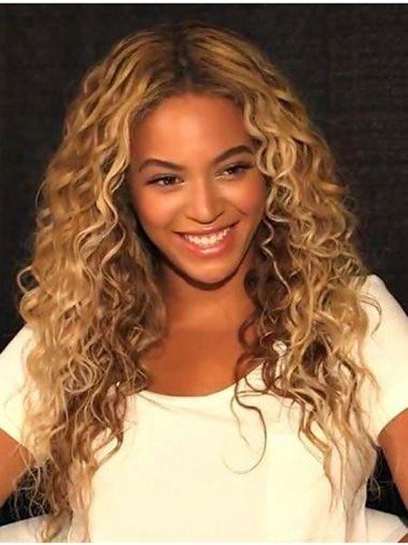 beyonce boucl s blonde longue sans mode shakira coupe de cheveux pinterest coiffures afro. Black Bedroom Furniture Sets. Home Design Ideas