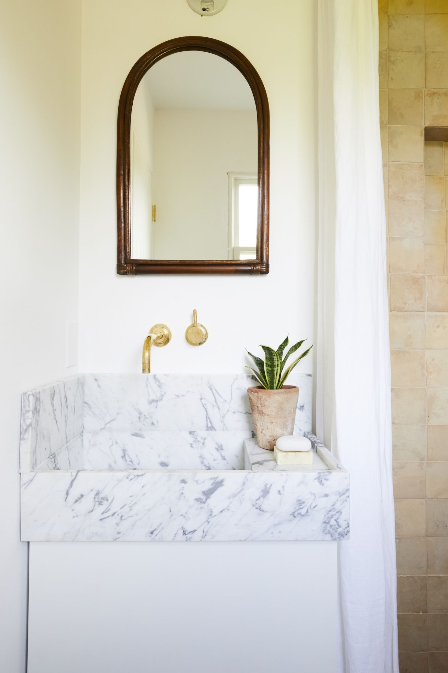 Lavabo Salle De Bain Ouedkniss ~ vintage summer a seventies style shoppable airbnb in montauk