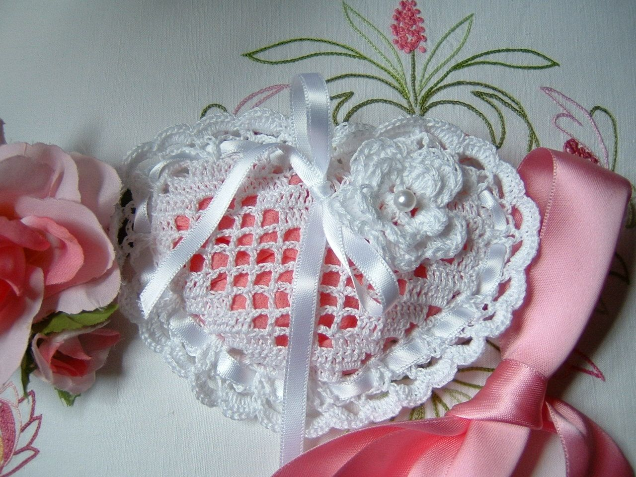 Sacchetto Bomboniera All 39 Uncinetto Bomboniera In Cotone Bianco A Forma Di Cuore Matrimonio I Crochet Wedding Favours Crochet Wedding Gift Crochet Wedding