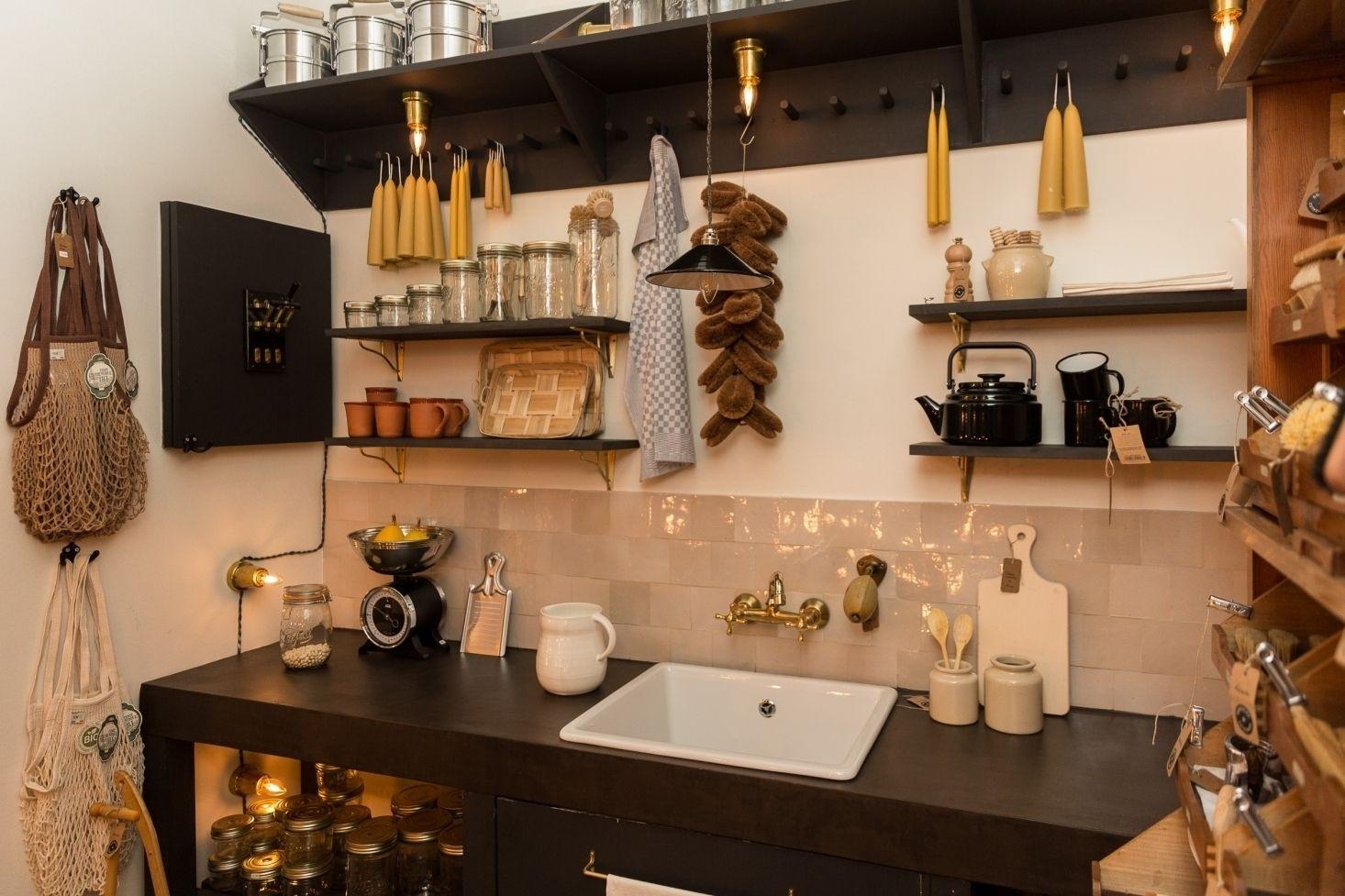 Casa González González Una Bonita Tienda En Madrid Que Apuesta Por Lo Genuino Diseño De Cocina Fachadas De Tiendas Decoración De Unas