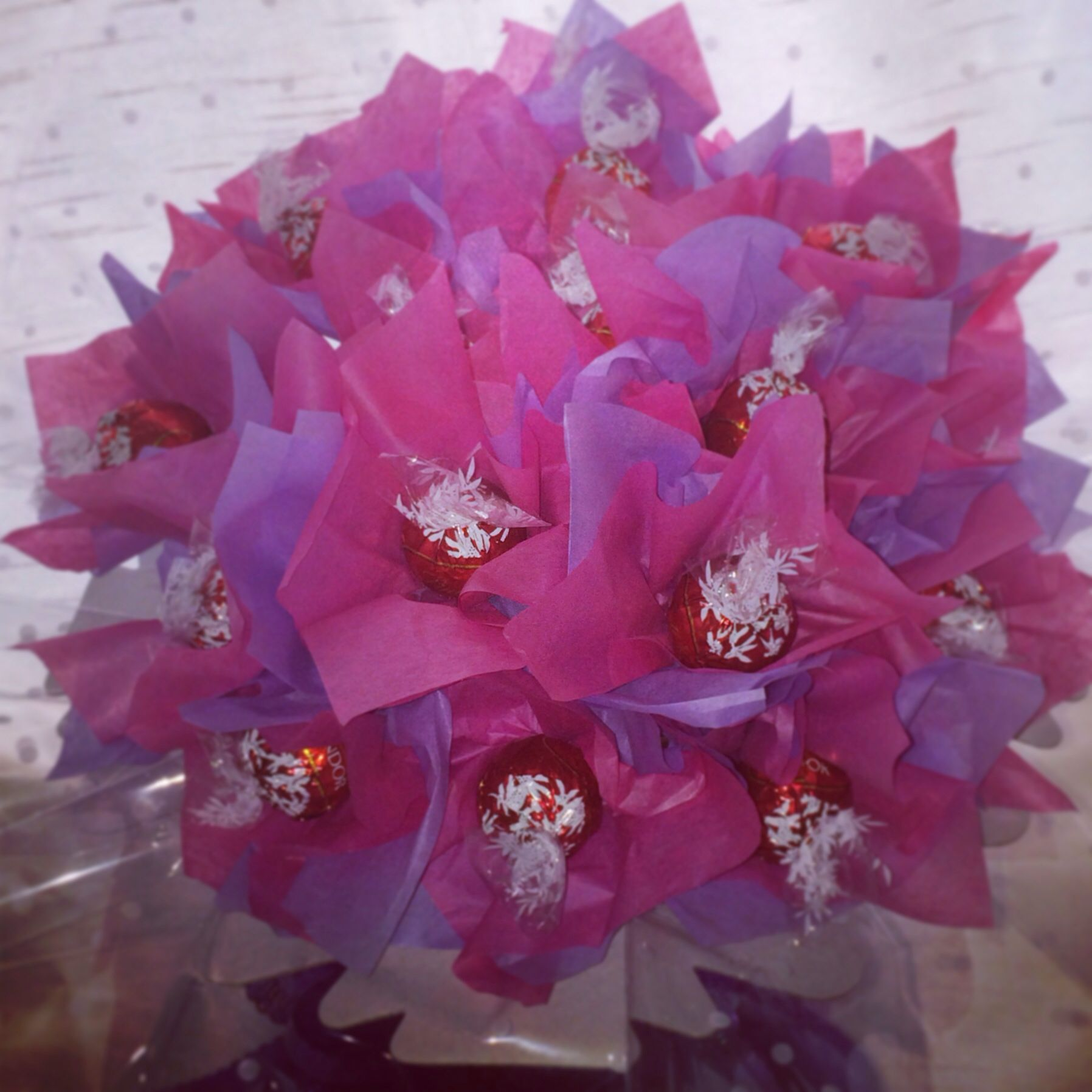 Chocolate bouquet on pinterest candy flowers bouquet of chocolate - Lindt Lindor Chocolate Bouquet Candy Flowerschocolate