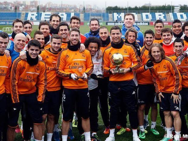 Astro português posou ao lado de Sergio Ramos, eleito para a seleção mundial de 2013 Foto: Real Madrid CF / Divulgação