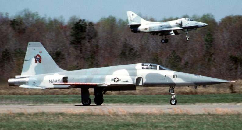 Navy A-4 Skyhawk vf43 | 4f skyhawks vf 43 at nas oceana virginia 1993
