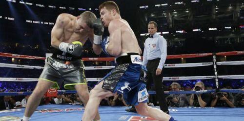 El boxeador @Canelo Ávarez vence a Liam Beefy Smith por nocaut...