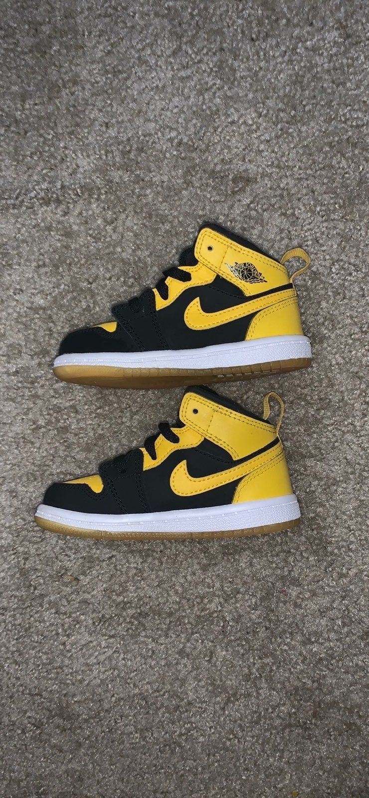 black and yellow 1s