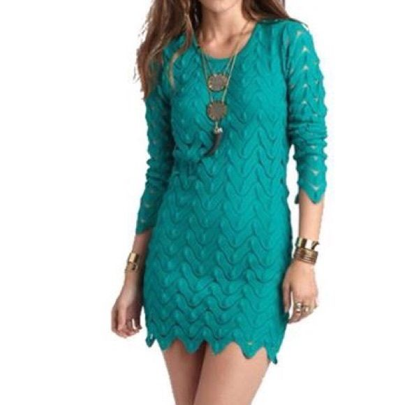 Free People Zig Zag Dress in Emerald Free People Zig Zag Long Sleeves Cutout Back Dress in Emerald. Free People Dresses Long Sleeve