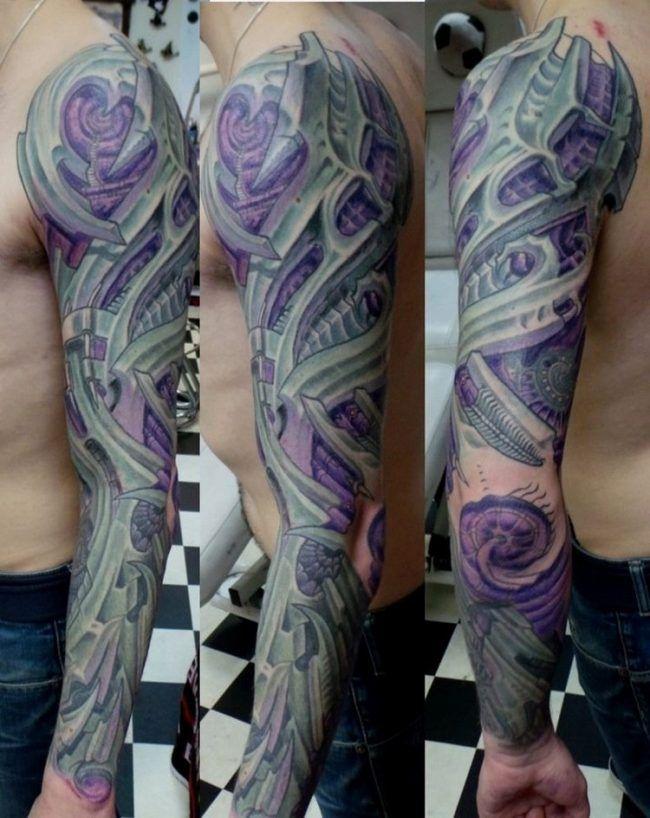 Biomechanik Tattoo Ganzer Arm Lila Akzente Hintergrund Biomechanik